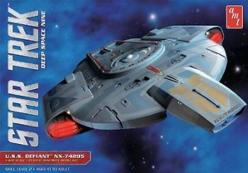 STAR TREK DEEP SPACE NINE USS DEFIANT 1:420 SCALE MODEL KIT BY AMT